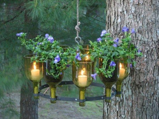 Садовый светильник из пустых стеклянных бутылок